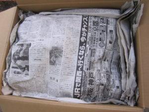 新聞紙をかぶせたじゃがいも保存